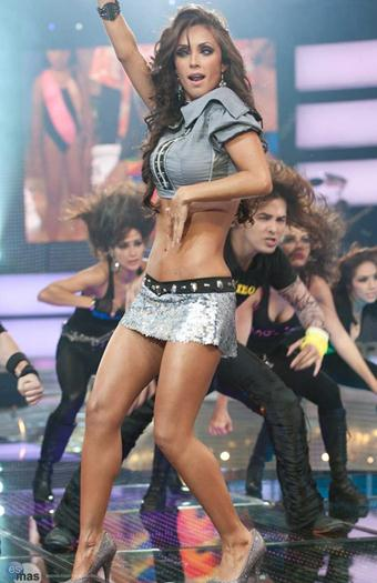 Anahi+Sexy+Multiples+Minifaldas+famosastv.net