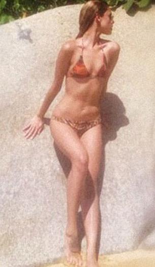 Eiza+Gonzalez+En+Bikini+voyeurmix.net