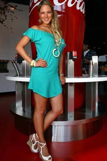 Vanessa+Huppenkothen+Vestido+Verde+Voyeurmix.net