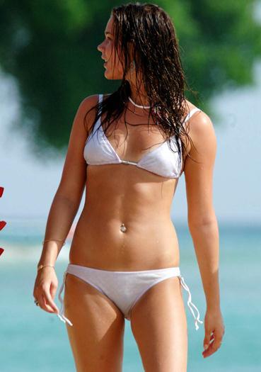 joss-stone-–-white-bikini-candids-voyeurmix.net
