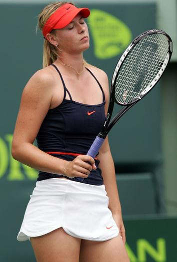 maria-sharapova-upskirts-at-sony-ericsson-tournament-voyeurmix.net