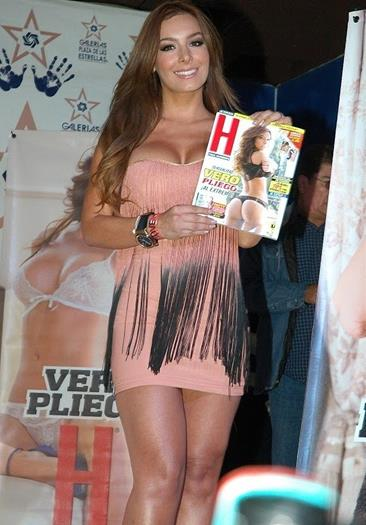 Vero+Pliego+En+Minivestido+Presentando+Revista+Voyeurmix.net
