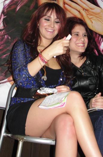 Dulce+Maria+En+Minifalda+Enseñando+Pierna+voyeurmix.netjpg