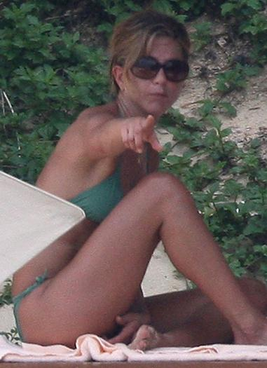 Jennifer+Aniston+Bikini+Los+Cabos+voyeurmix.net