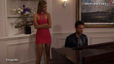 Eiza.Gonzales.Vestido.Rojo.Entallado.HDTV.mp4_snapshot_02.06_[2017.06.19_01.51.31]