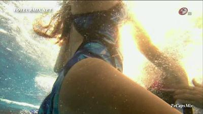 Eiza.Gonzalez.y.Sherlyn.Trajes.De.Bano.HDTV.mp4_snapshot_02.11_2012.09.25_18.53.22_123_840lo