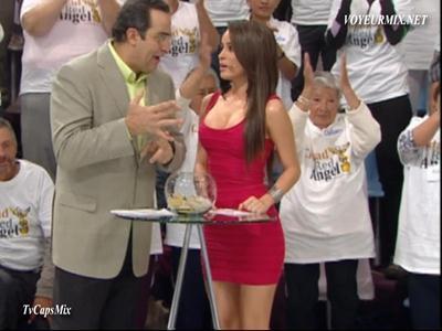 Cynthia.Rodríguez.Microvstido.Rojo.Qlazo.De.Perfil.HDTV.mp4_snapshot_01.30_[2015.05.19_21.21.38]