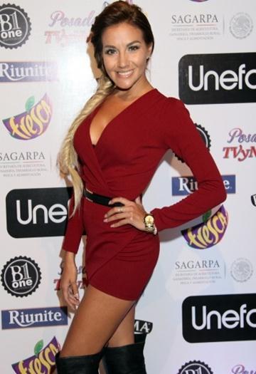 Gisela+Brito+Rica+Minivestido+Rojo+En+Posada+TVyNovelas+2014+voyeurmix.net