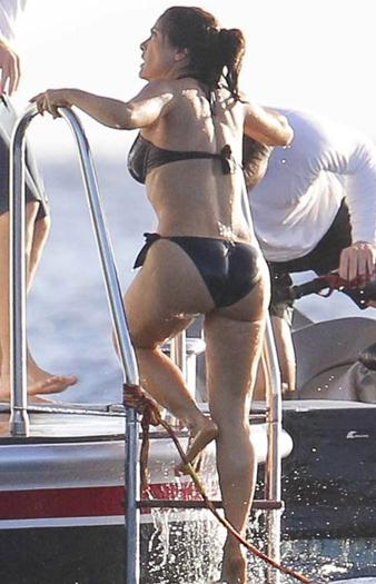 Salma+Hayek+Riqusima+En+Nuevo+Bikini+Negro+Diminuto+voyeurmix.net