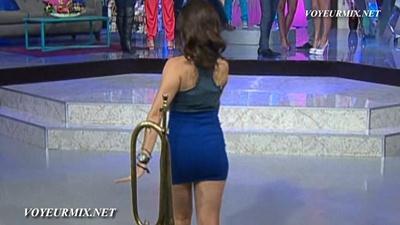 Tabata.Jalil.Buenisima.En.Minifalda.Azul.HDTV.mp4_snapshot_00.52_[2015.01.15_23.40.33]