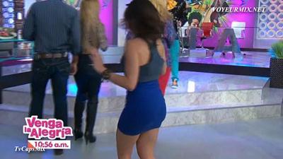 Tabata.Jalil.Buenisima.En.Minifalda.Azul.HDTV.mp4_snapshot_01.52_[2015.01.15_23.48.02]