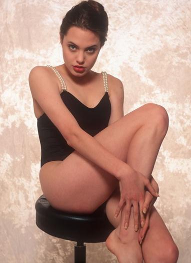 Angelina-Jolie--Swimsuit-Photoshoot-famosascelebshot.com