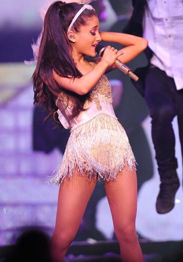 Ariana+Grande+Super+Hot+En+The+Honeymoon+Tour+03+Marzo+2015+