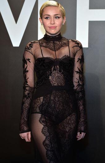 Miley-Cyrus--Tom-Ford-2015-Womenswear-Collection-Presentation-voyeurmix.net