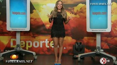 Vanessa.Huppenkothen.Sexy.Minivestido.Negro.M.HDTV.mp4_snapshot_00.00_[2015.03.24_23.23.34]