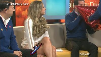Vanessa.Marisol.Gonzalez.Piernotas.HDTV.mp4_snapshot_01.11_[2015.03.04_18.34.41]
