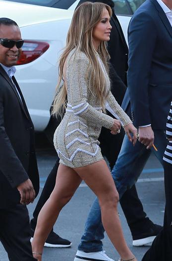 Jennifer-Lopez-in-Short-Dress-at-American-Idol--15