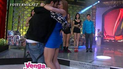 Maria.Jose.Magan.Super.Hot.Minivestido.HDTV.mp4_snapshot_01.04_[2015.04.25_00.42.08]