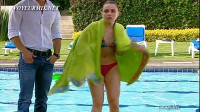 Mariana.Torres.y.Marcela.Guirado.Bikinis.HDTV.mp4_snapshot_01.05_[2015.04.25_01.04.20]