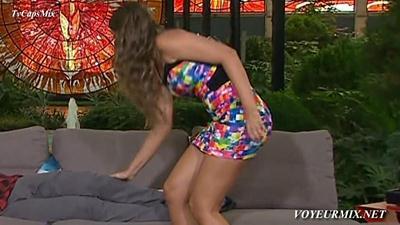 Vanessa.Claudio.Minivestido.de.Colores.Nuevo.HDTV.mp4_snapshot_00.18_[2015.04.14_00.00.48]