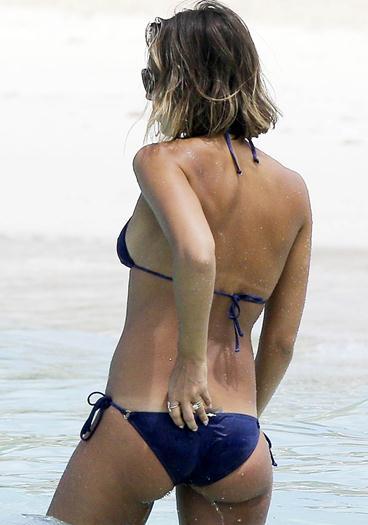 Jessica+Alba+Super+Sabrosa+En+Micro+Bikini