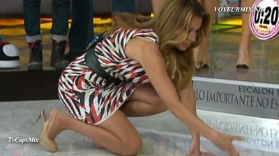 Ingrid.Coronado.y.Tabata.Jalil.Piernotas.Qlazos.HDTV.mp4_snapshot_01.25_[2015.06.04_03.19.48]