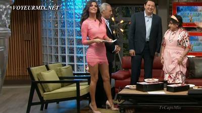 Marisol.Gozalez.Minivestido.Sexy.Minivestido.Rosa.A.HDTV.mp4_snapshot_00.57_[2015.06.27_03.31.08]