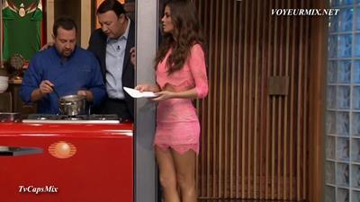 Marisol.Gozalez.Minivestido.Sexy.Minivestido.Rosa.A.HDTV.mp4_snapshot_01.28_[2015.06.27_03.32.02]