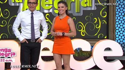 Tabata.Jalil.New.Minivestido.Rojo.Piernotas.HDTV.mp4_snapshot_00.03_[2015.06.21_01.20.00]