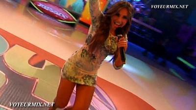 Alex.Garza.Sexy.Minivestido.Patotas..HDTV.mp4_snapshot_00.04_[2015.08.15_14.38.48]