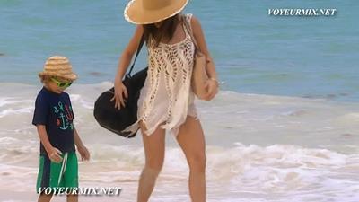 Camila.Sodi.Bikini.HDTV.mp4_snapshot_00.07_[2015.08.15_14.45.08]
