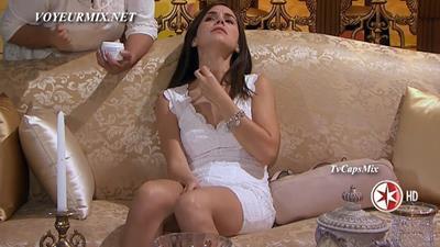 Camila.Sodi.Minivestido.Blanco.Piernotas.Qlazo.HDTV.mp4_snapshot_00.20_[2015.08.02_01.15.08]