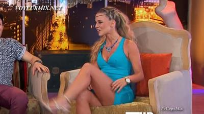 Dianna.Motta.Sexy.Minivestido.HDTV.mp4_snapshot_00.31_[2015.08.21_14.12.45]