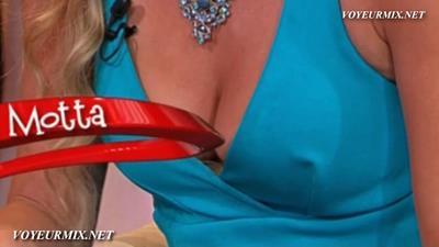 Dianna.Motta.Sexy.Minivestido.HDTV.mp4_snapshot_00.56_[2015.08.21_14.13.30]