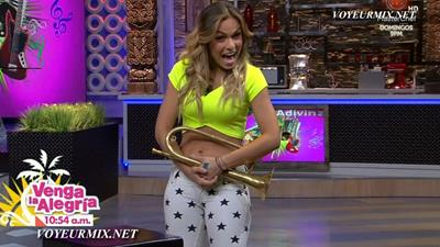 Jenny.Garcia.y.Vanessa.Claudio.Qlazos.HDTV.mp4_snapshot_00.55_[2015.08.10_00.11.19]