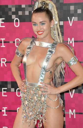 Miley+Cyrus+Super+Cachonda+En+MTV+Video+Music+Awards+2015