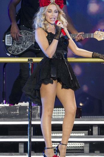 Kylie+Minogue +Rico+Upskirt+en+el+escenario+