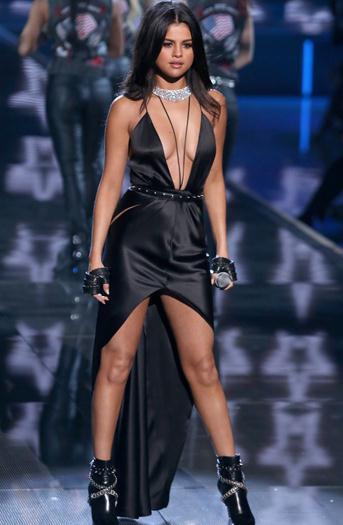 Selena+Gomez+Sexy+En+Victoria+Secret+Fashion+Show+Nov+2015+