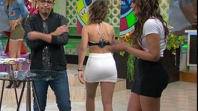 Vanessa.Clauido.y.Jenny.Garcia.En.Microfaldas.HD.m2t_snapshot_03.39_[2017.03.18_22.17.54]
