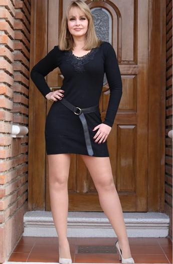 gaby-spanic-milf-luciendo-piernotas-voyeurmix.net
