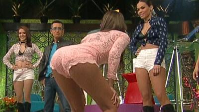 Vanessa.Claudio.Culote.Empinado.Natalia.Valenzuela.Upskirt.HD.m2t_snapshot_02.33_[2017.04.01_23.15.41]