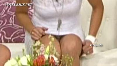 Tabata.Jalil.Minivestido.Blanco.Upskirt.HDTV.mp4_snapshot_00.19_[2017.05.25_14.37.00]