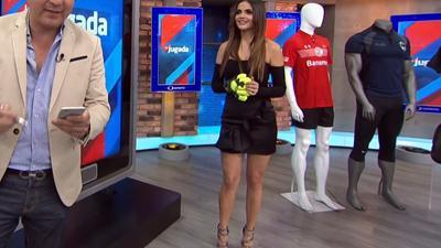 Marisol.Gonzalez.Piernitas.Minifalda.Negra.HD.m2t_snapshot_00.55_[2017.07.22_03.31.07]