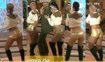 Jenny Garcia y Karina Sánchez En Minishorts Dorados HD